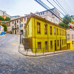 chile-valparaiso-yellow-neighbourhood-town-street-1584029-pxhere.com